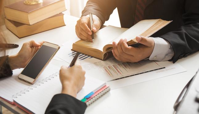 ¿Cuáles Son Las Diferencias Entre Un Procurador Y Un Abogado?